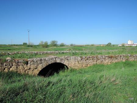 La unión entre el puente y la calzada. Becilla