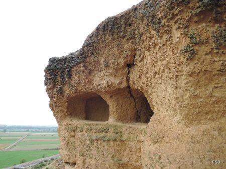 Cuevas debajo de Lancia