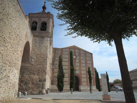 Arco, torre y fachada de San Miguel