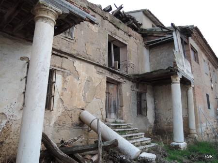 Estas columnas y sus capiteles son anteriores a Almanzor
