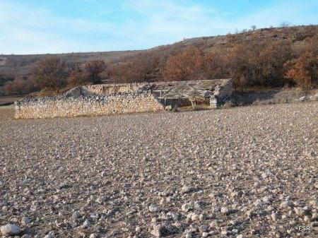 Restos de una tenada en el Chorro de Extremadura